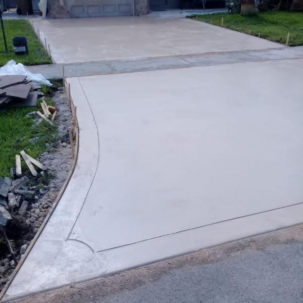 colored concrete driveway contractors